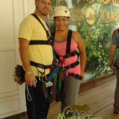 couple zipline guachipelin