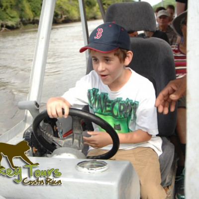 Child in costa rica monkey tour