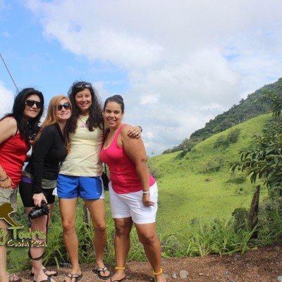 travel costa rica with friends