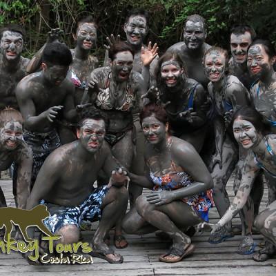 Group picture in Rincon de la Vieja with mud all over