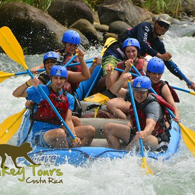 Guided tour group enjoying the rafting in the Balsa River