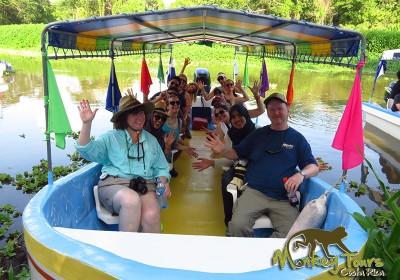 Group tour boat adventure in Granada Nicaragua